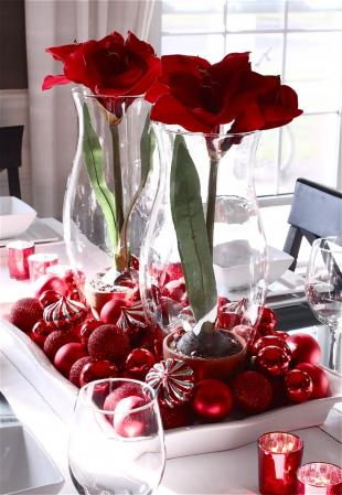 using christmas ornaments in centerpieces
